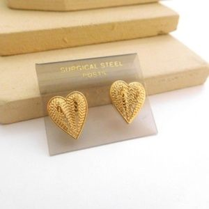 Jewelry - Vintage Small Gold Filigree Heart Stud Earrings
